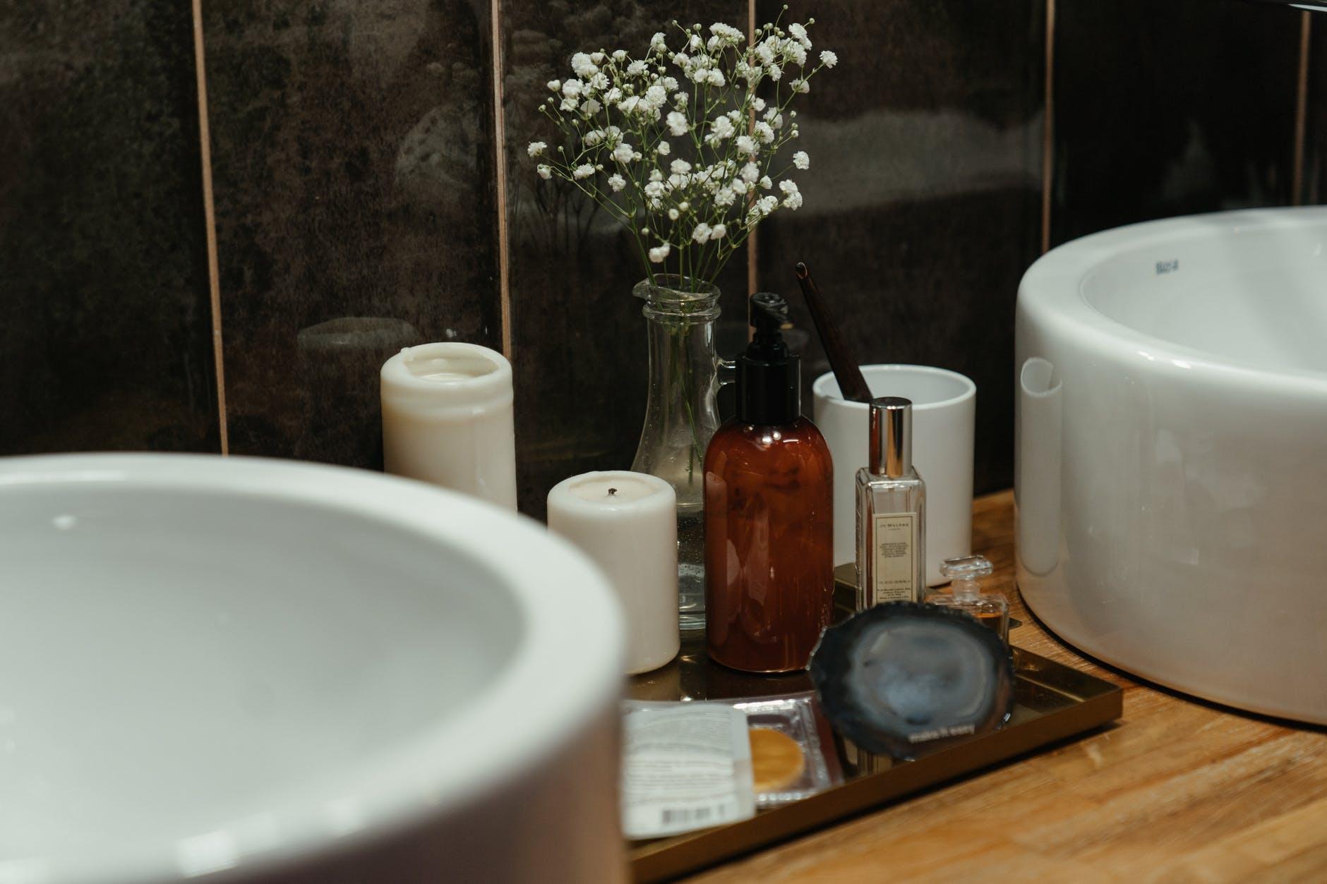 Converting oil-based perfume to sprayer bottle